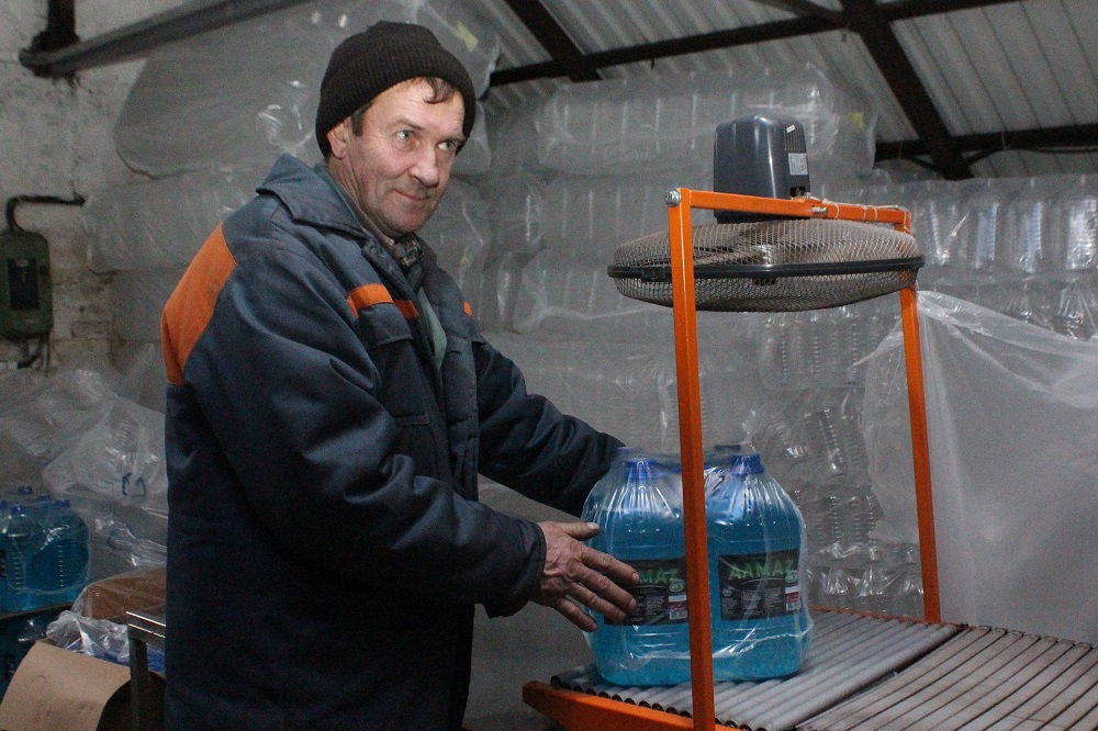 На Ворончанском спиртзаводе производят стеклоомыватель. Фото №2