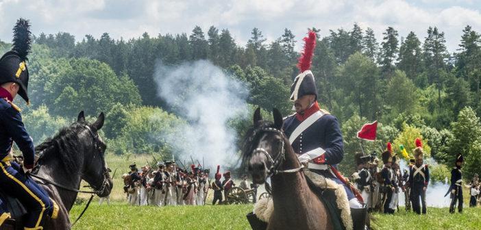 «Смешались в кучу кони, люди». В Мире воссоздали бой Отечественной войны 1812 года