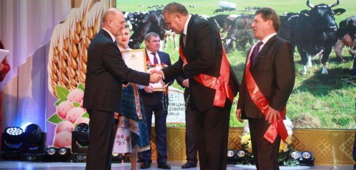 На областных «Дожинках» губернатор области вручил награды Кореличскому району