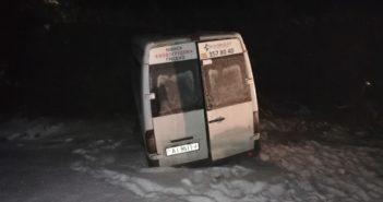 Маршрутка «Новобуса» вылетела в кювет, среди пассажиров была беременная девушка