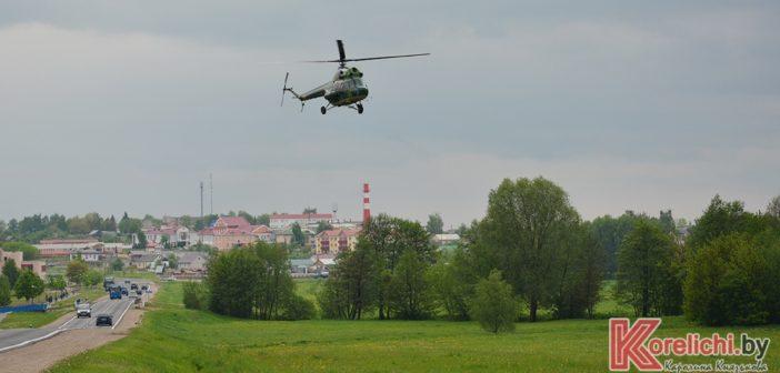 ДОСААФ организовало для жителей Кореличей полеты над поселком на вертолете