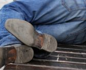 В Кореличском районе обокрали уснувшего возле магазина мужчину