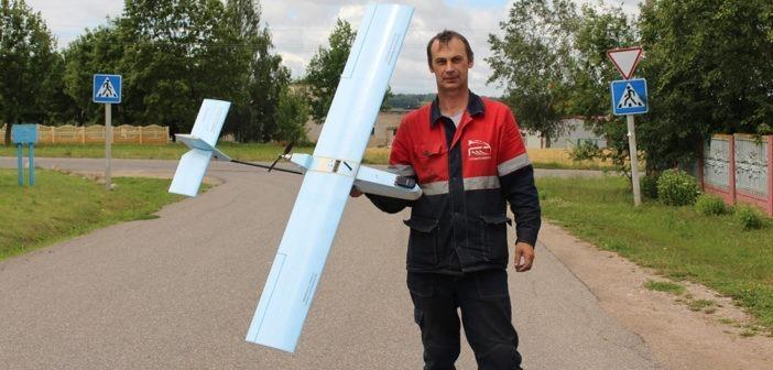 Авиамоделист из Кореличей летает в облаках вместе с аистами, пугает жителей НЛО и называет дроны «игрушками»