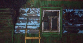 Ночью в деревне Погорелка загорелась баня