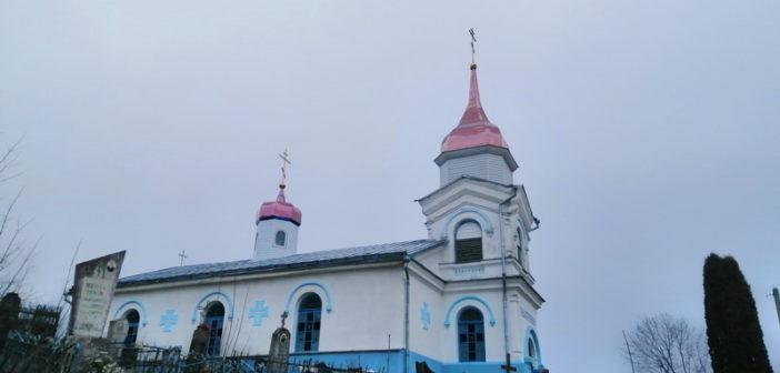 Храм в д. Бережно засиял новыми куполами