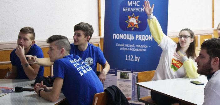 Кореличские пожарные посетили Мирский ГХПТК и СШ №2 в Кореличах