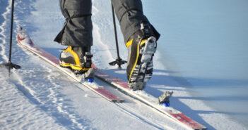 На стадионе «Юность» в Кореличах сдают в прокат коньки и лыжи
